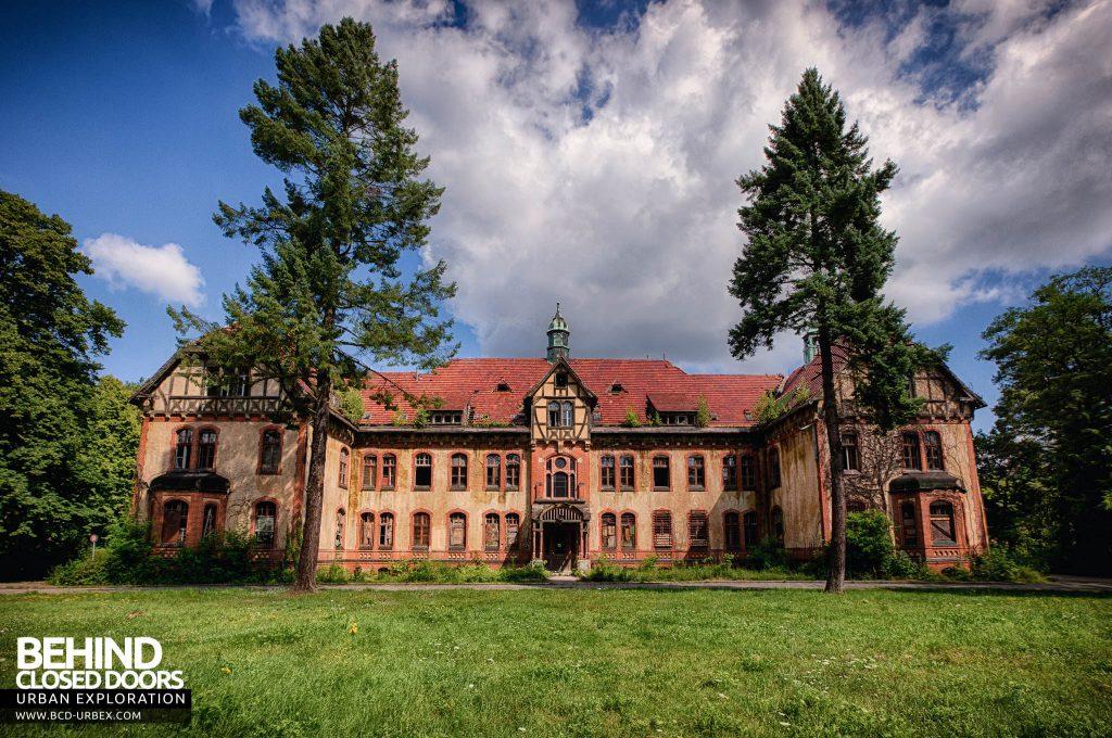 Beelitz Heilstätten Bath House - External