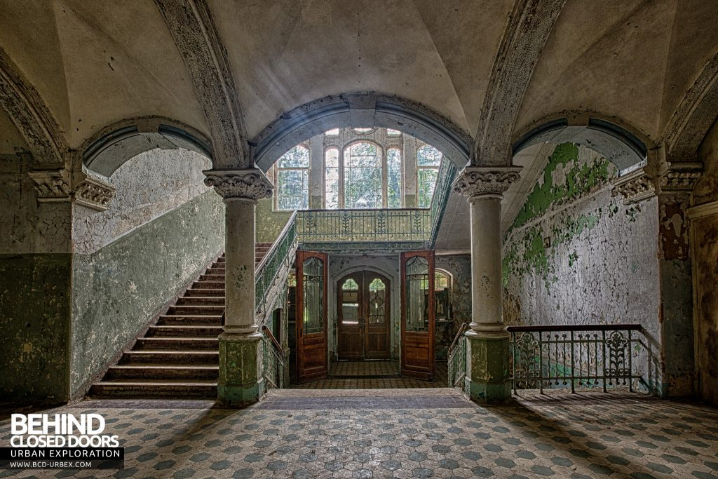 Beelitz Heilstätten Male Pavilion - Main entrance and staircase