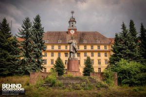 Wunsdorf - Haus der Offiziere - Lenin Statue