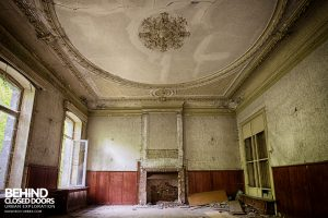 Chateau Rochendaal - Once grand room