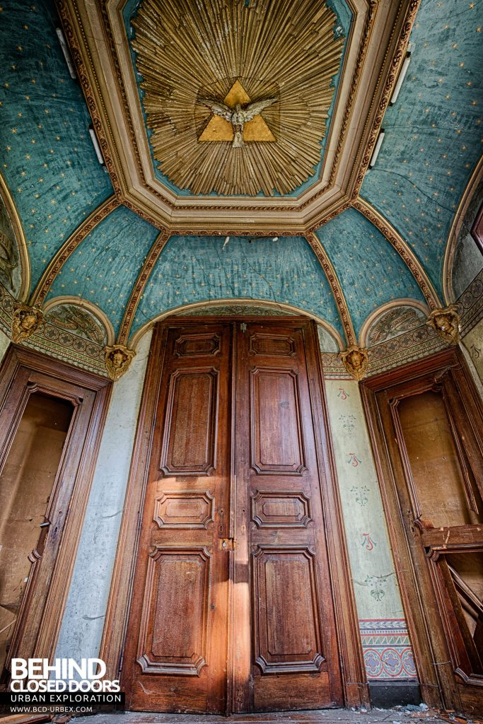 Chateau Rochendaal - Ceiling and door