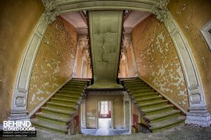 Chateau Rochendaal - Fisheye on the stairs