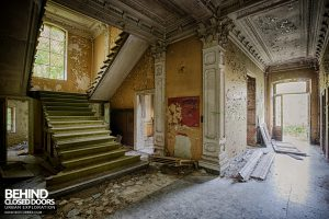 Chateau Rochendaal - Bottom of stairs