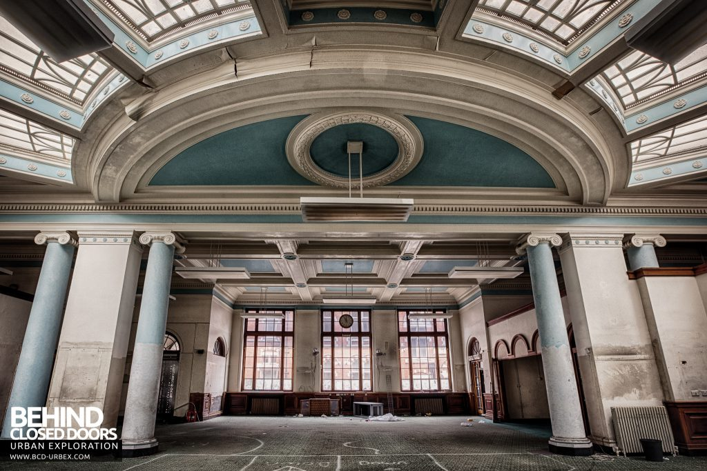 Post Office, Leicester - Large curved skylight arrangement