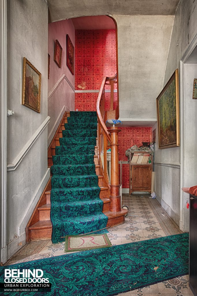 Villa Ro - Stairs and hall