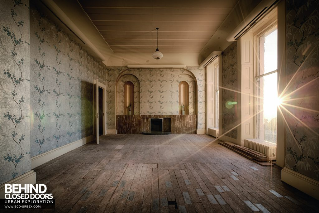 Stanford Hall - Another sunny room