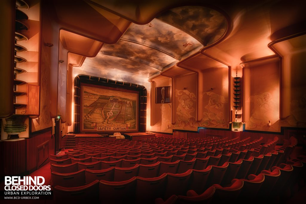 Stanford Hall - Original features in the Art Deco theatre