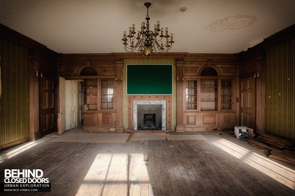 Stanford Hall - A grand room upstairs