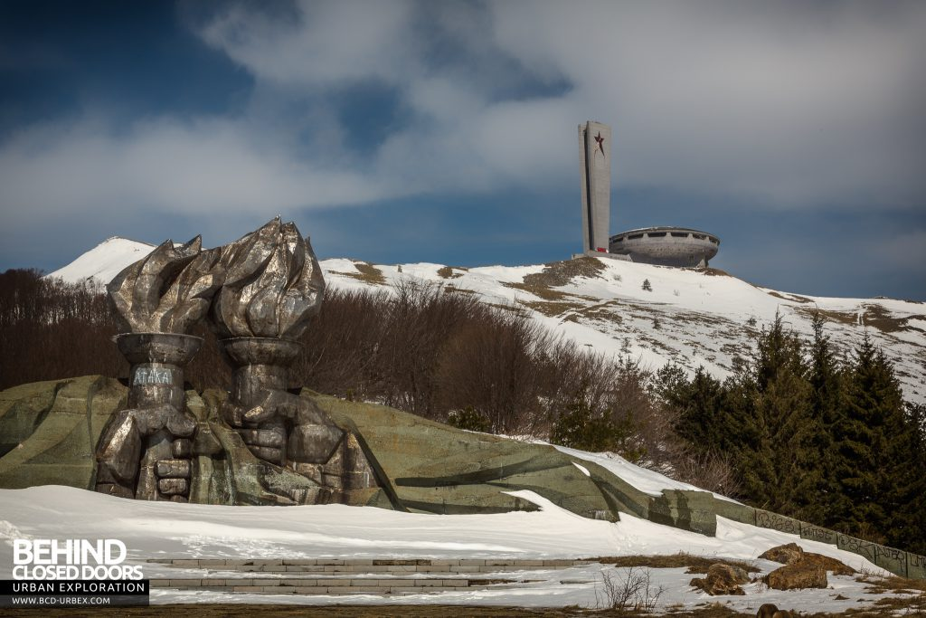 Buzludzha - Fists holding torches