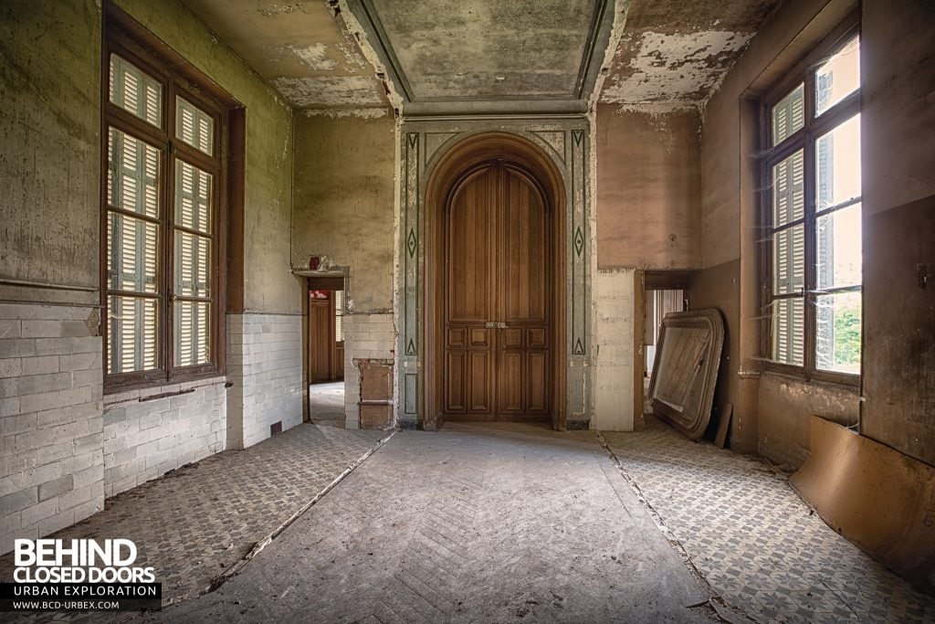 Château Japonais, France - One of the many stripped and decaying rooms