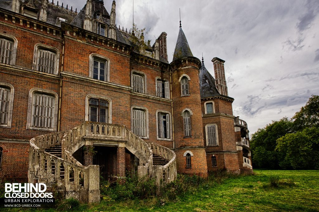 Château Japonais, France - The double curved staircase at the back of the house
