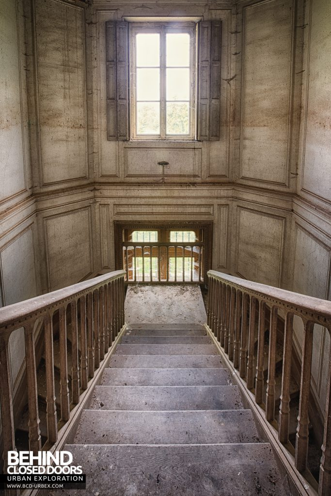 Château Japonais, France - Tall view on the stairs