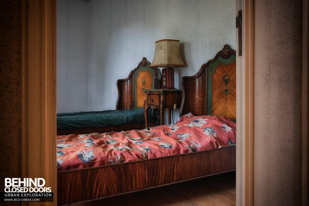 Château Sous Les Nuages - Nice wooden beds