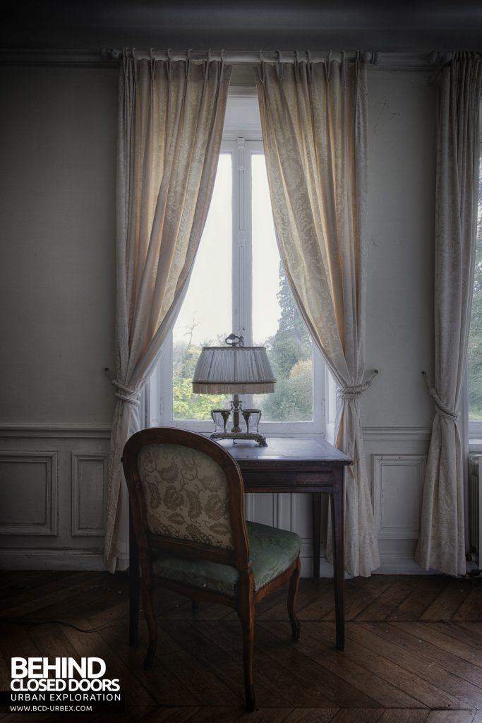 Château Sous Les Nuages - Window dressings