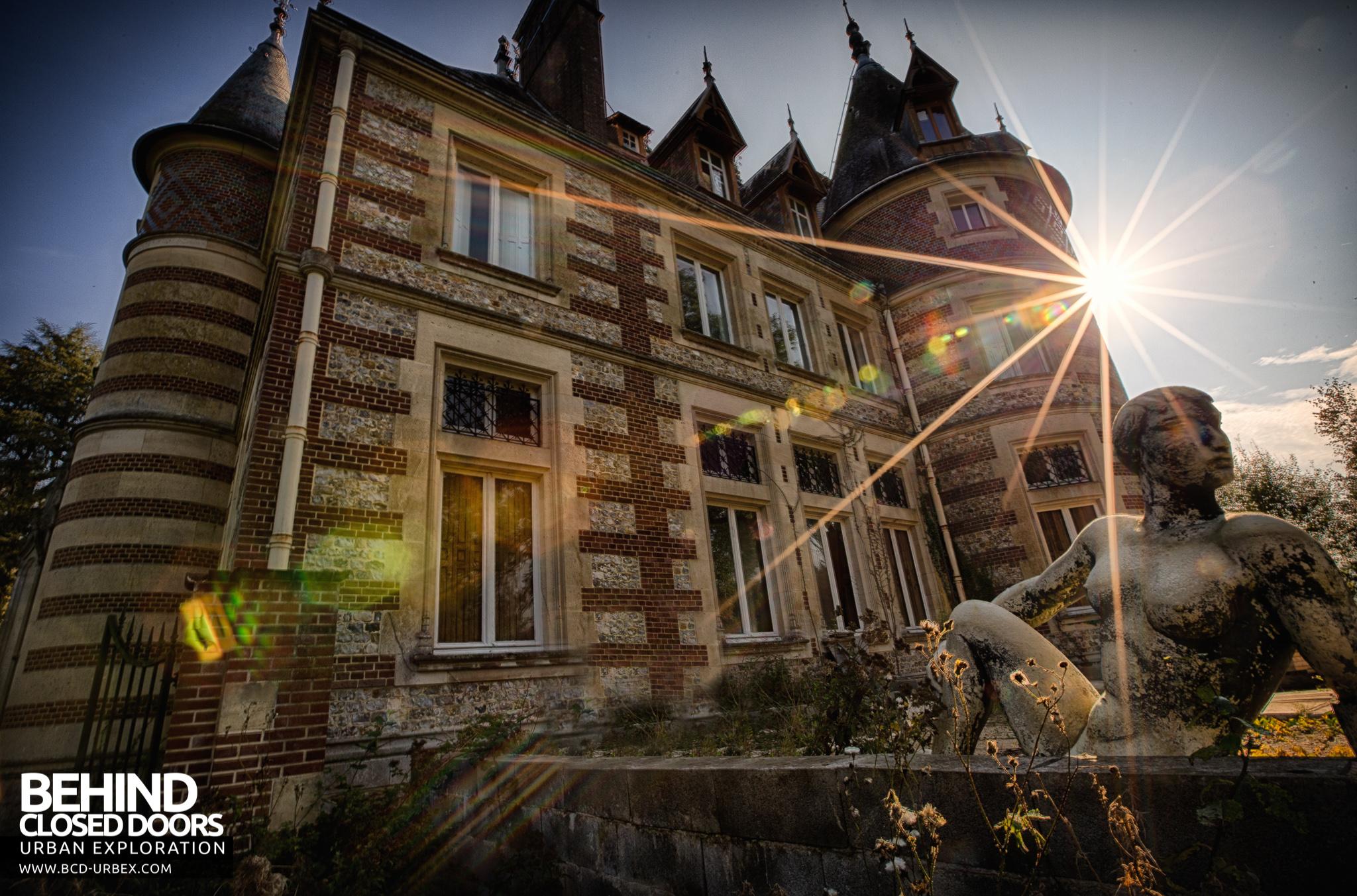 Un Chateau Dans Les Nuages château sous les nuages, france » urbex   behind closed
