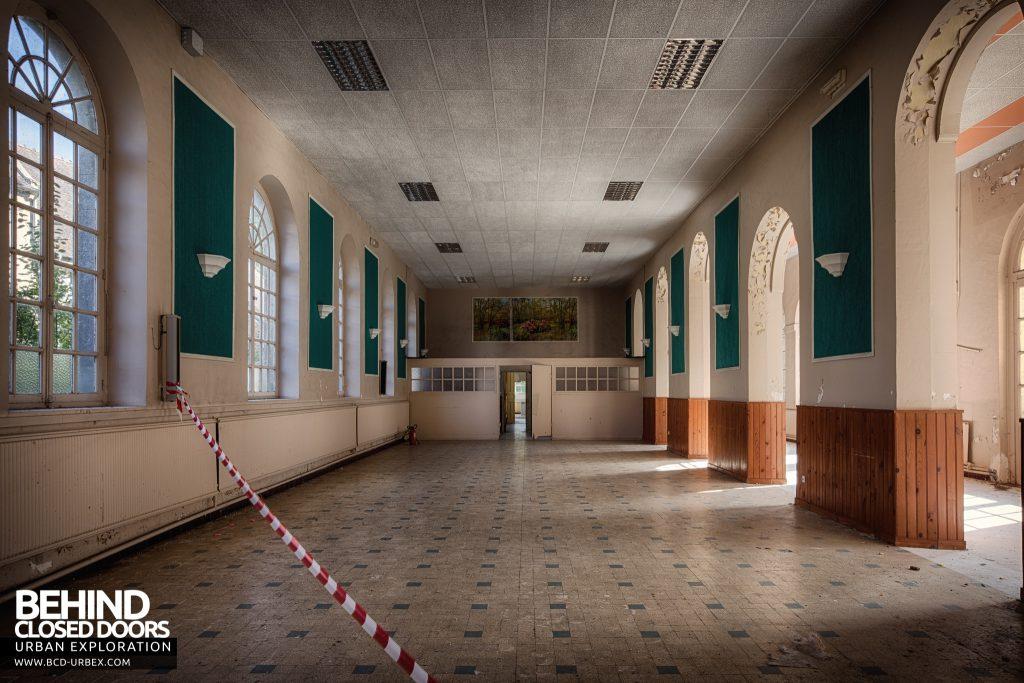 Hospital Plaza - Hall