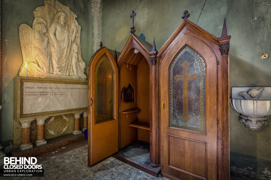 Blue Chapel Monastery, Italy - Booth with open door