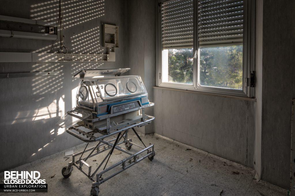 Hospital SC, Italy - Incubator on the maternity ward