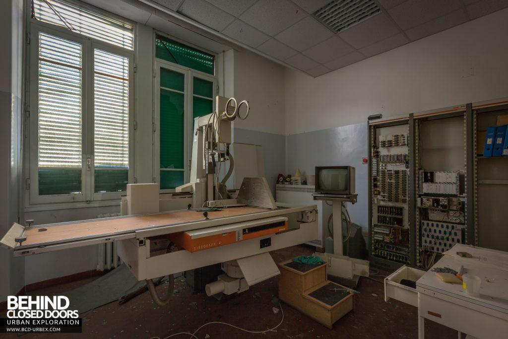 Hospital SC, Italy - Old style X-Ray machine