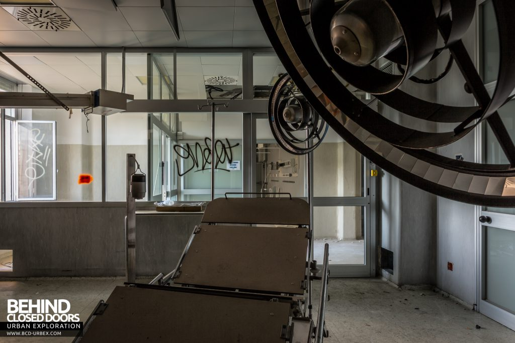 Hospital SC, Italy - Lights above operating bed