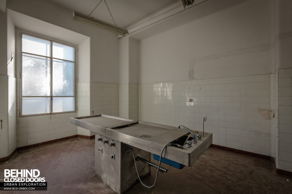 Hospital SC, Italy - Metal slab in the morgue