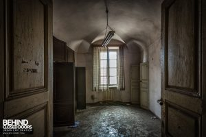 Manicomio di C, Italy - Decaying room