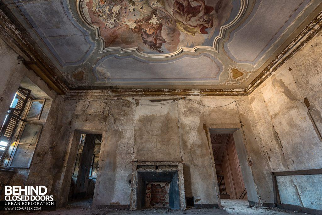 Palazzo di L - Mural ceilings in every room