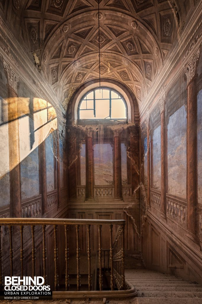 Palazzo di L - Top of stairs