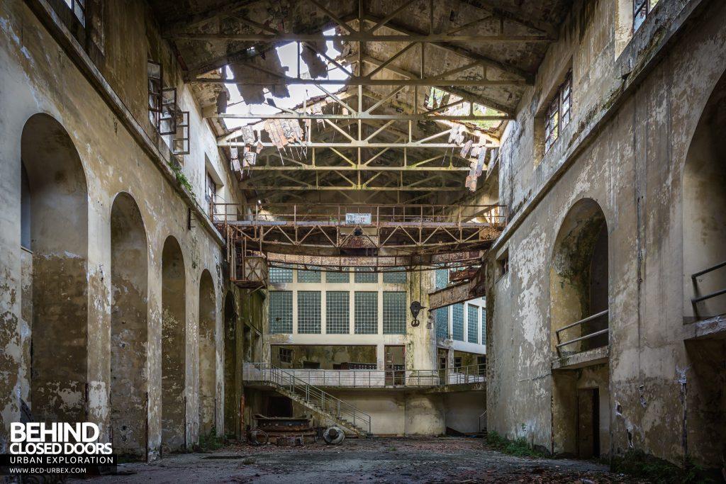 Centrale Idroelettrica, Italy - Empty turbine hall