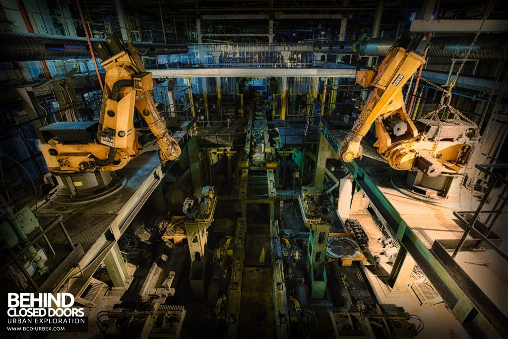 Ford Plant, Swaythling - Twin robots above the assembly line