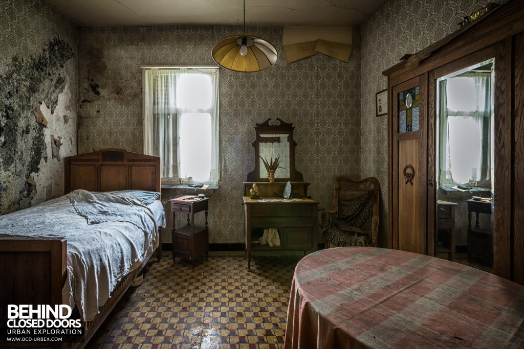 Maison Gustaaf, Belgium - The other bedroom also had lots of items left
