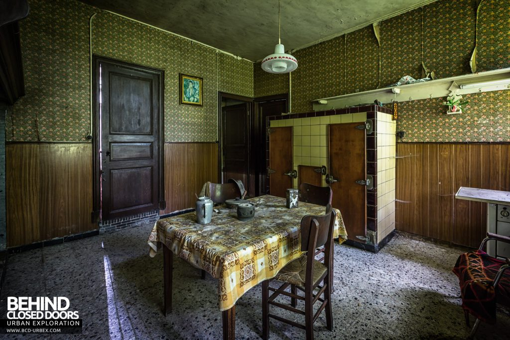 Maison Gustaaf, Belgium - Kitchen of the abandoned house