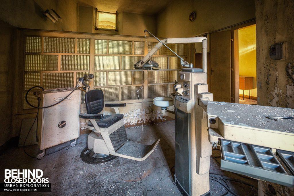 Manicomio di Racconigi - Old fashioned style dentistry equipment