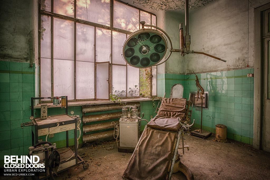Manicomio di Racconigi - Antiquated operating theatre for performing medical procedures
