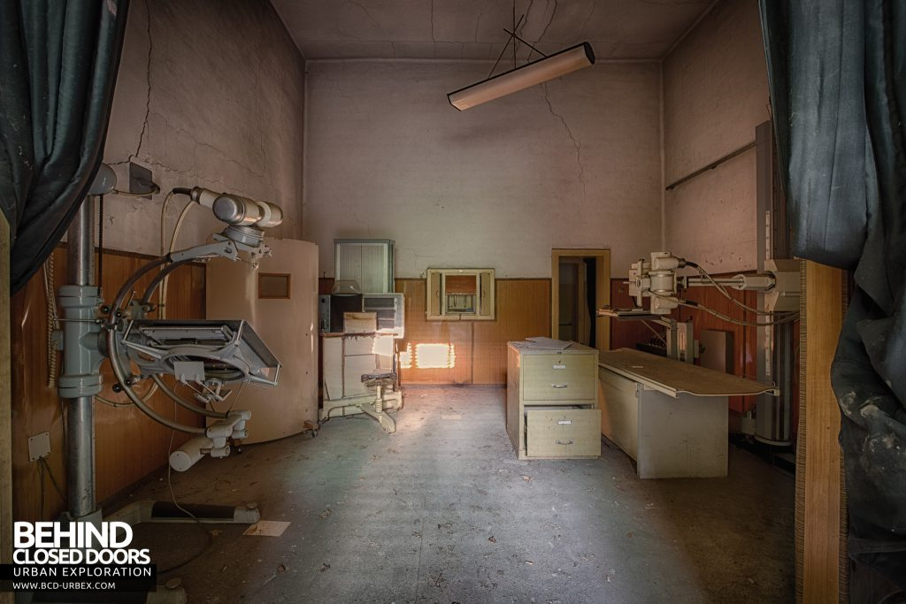 Manicomio di Racconigi - Antique X-Ray equipment