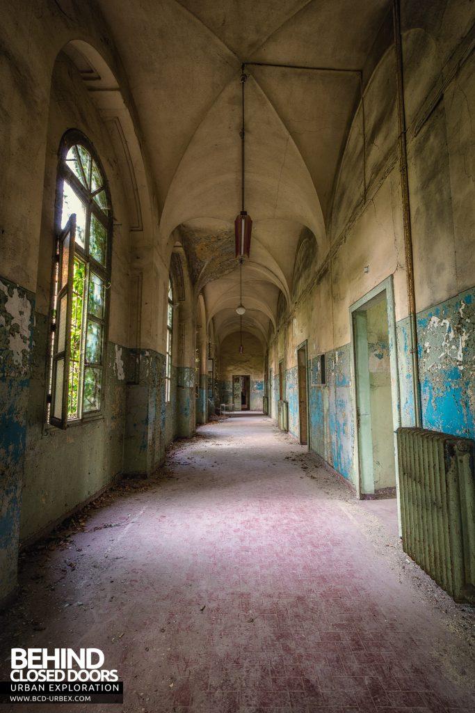 Manicomio di Racconigi - Tall corridor