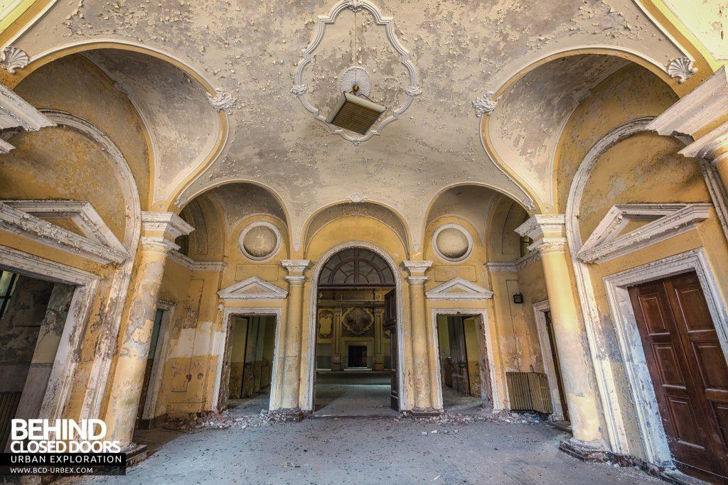 Manicomio di Racconigi - Architecture in the main entrance