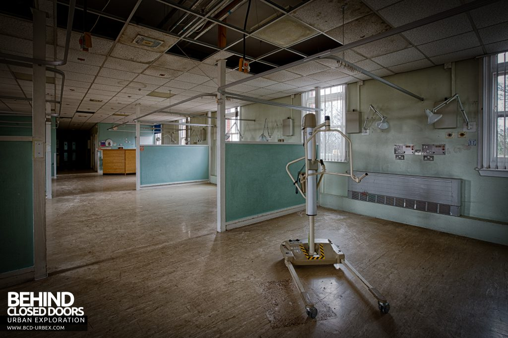 Selly Oak Hospital - A hoist left behind on a ward