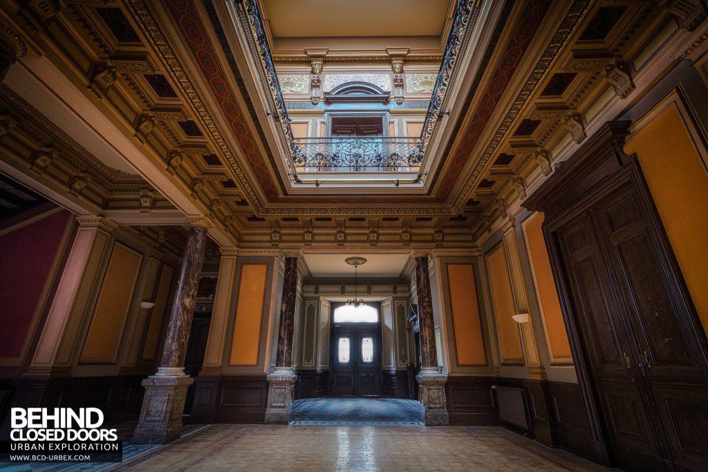 Villa Woodstock - The grand main entrance hall