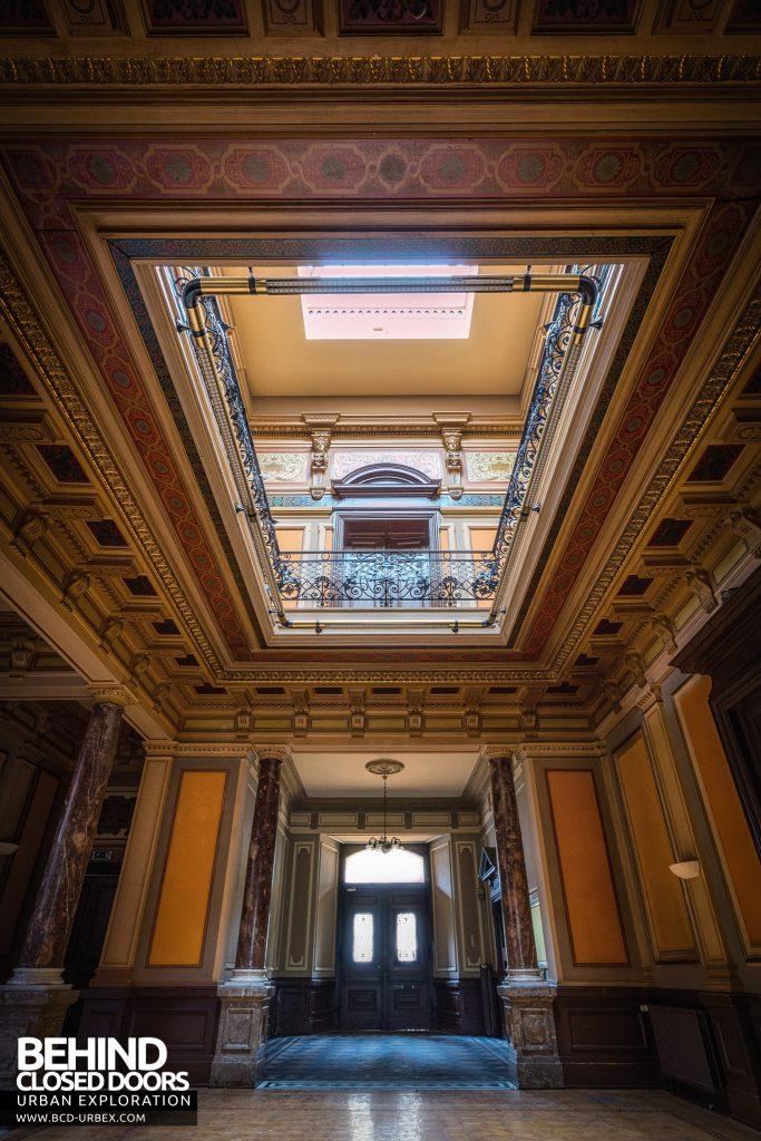 Villa Woodstock - Tall view of hallway