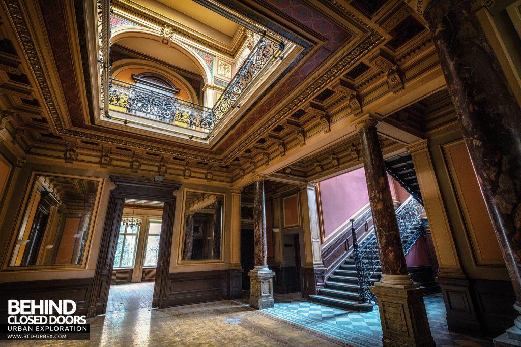 Villa Woodstock - Ground floor of the stunning hallway
