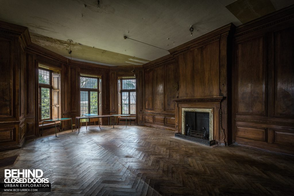 Carmel College - Large wood panelled room