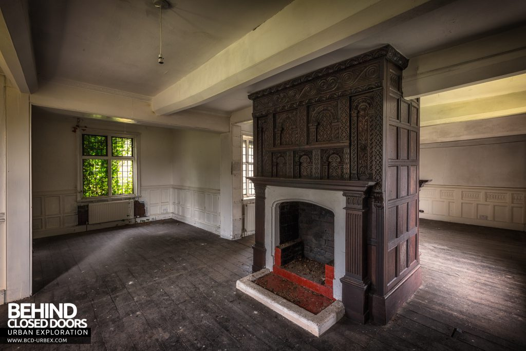 Pitchford Hall - Back to back fireplace in centre of room