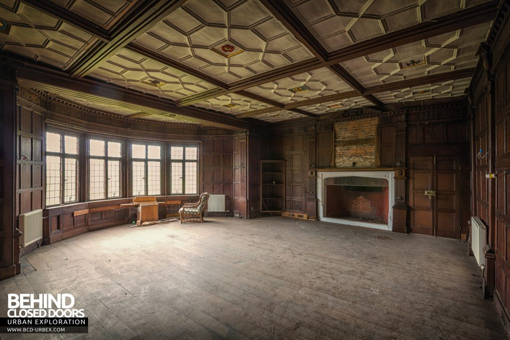 Pitchford Hall - Huge room with stunning timber and ceiling