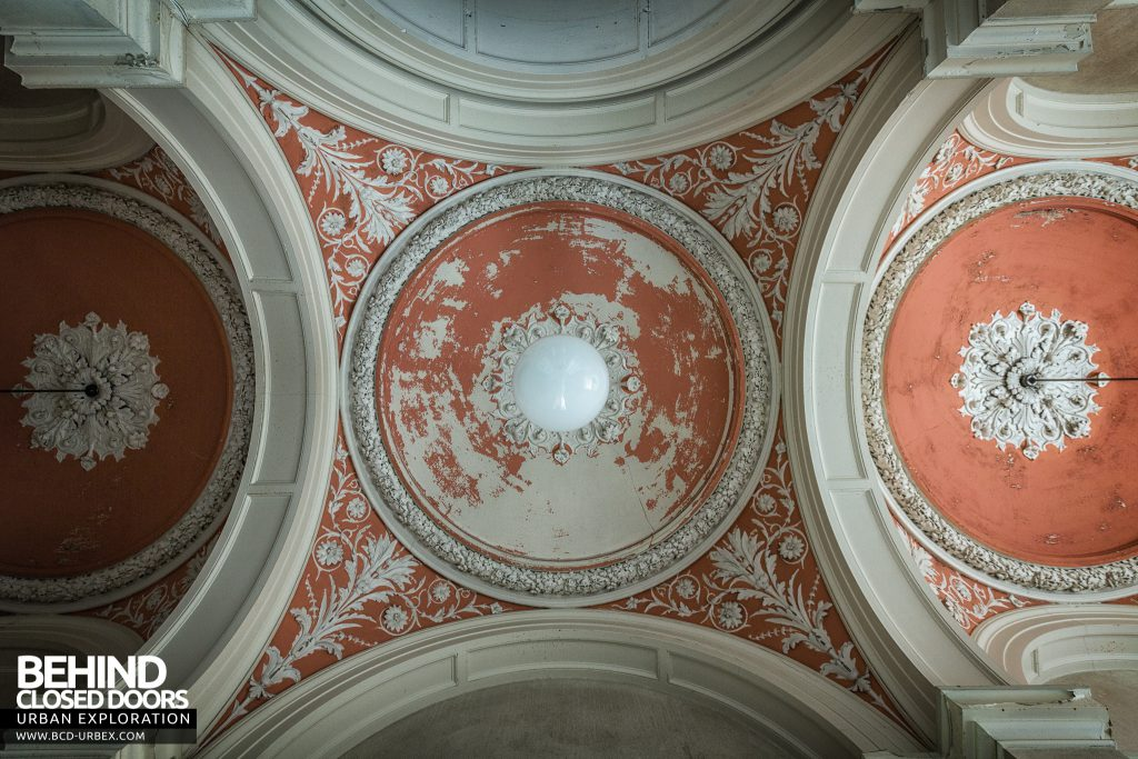 Brogyntyn Hall - Looking up at the ceiling