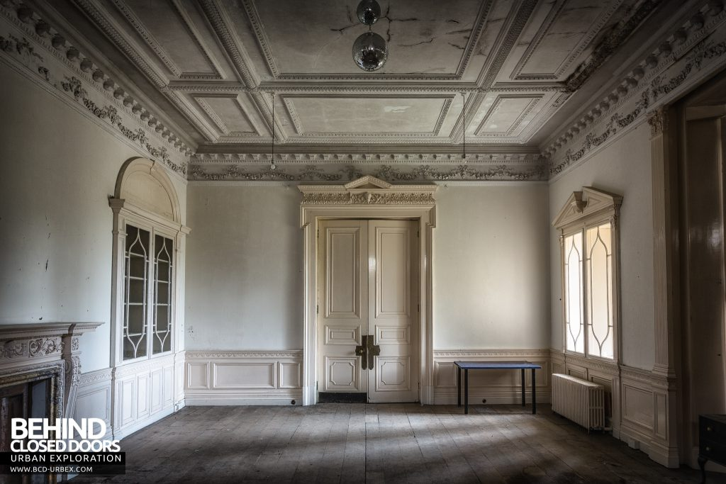 Brogyntyn Hall - The white room