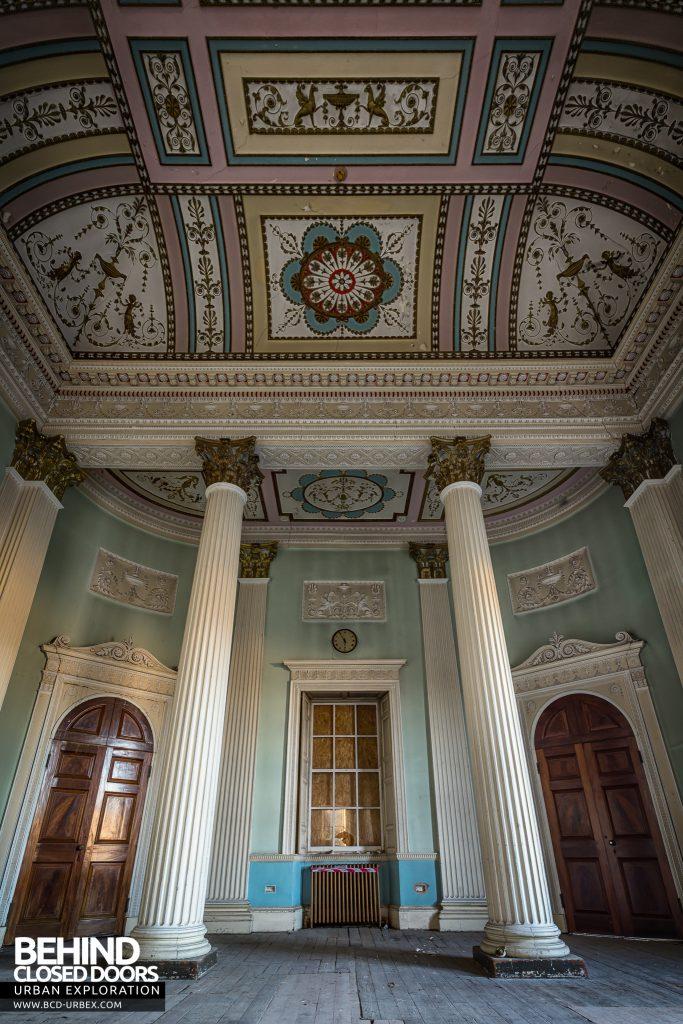 Buxton Crescent - Columns