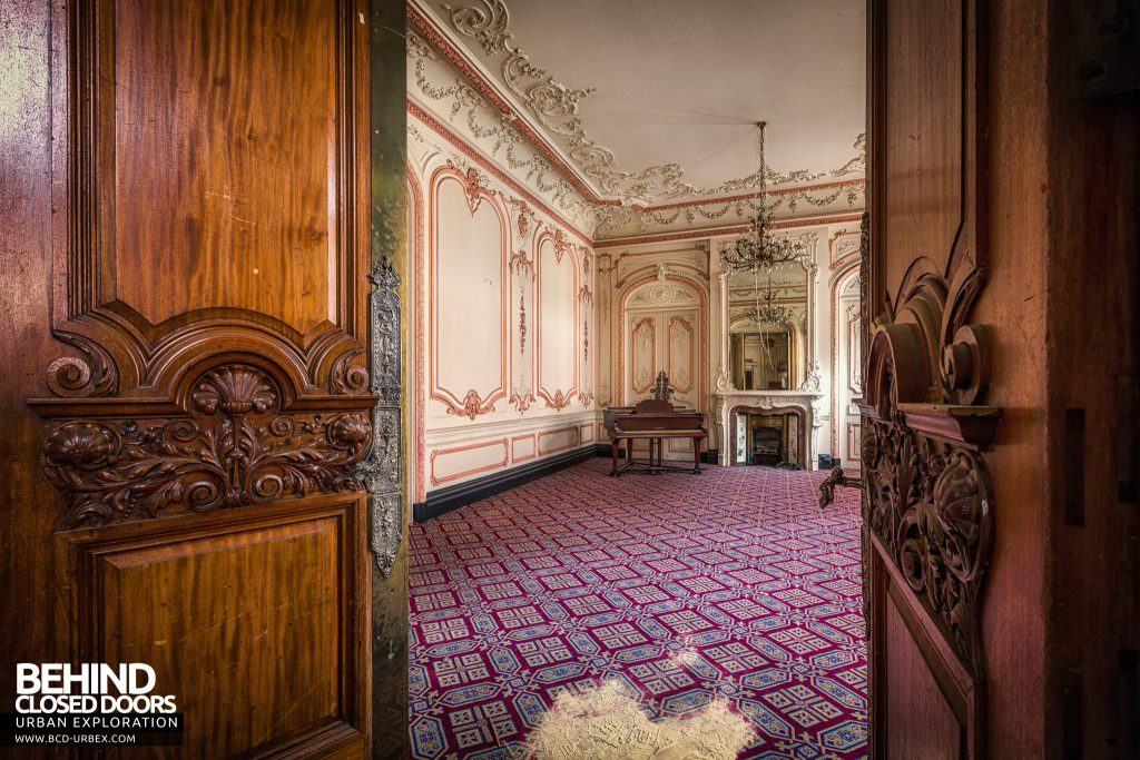 The Grand Hotel, Birmingham - Through the doors into the piano room