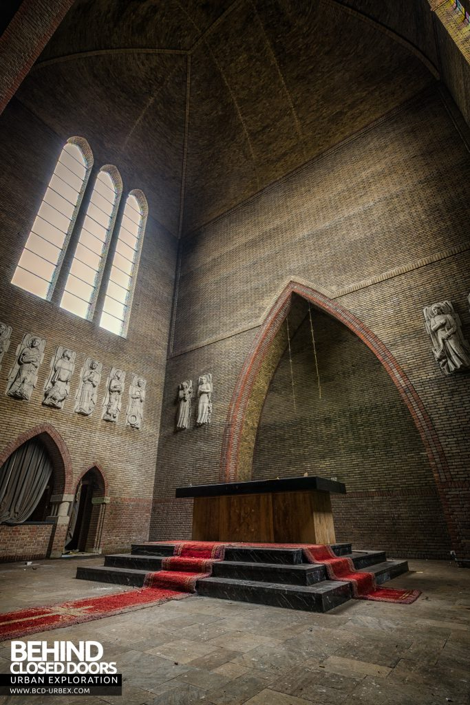 Rainbow Church, Netherlands - Tall view of altar