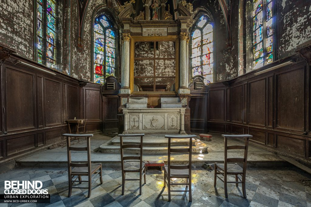 Chapelle De La Rose - Chairs facing the altar